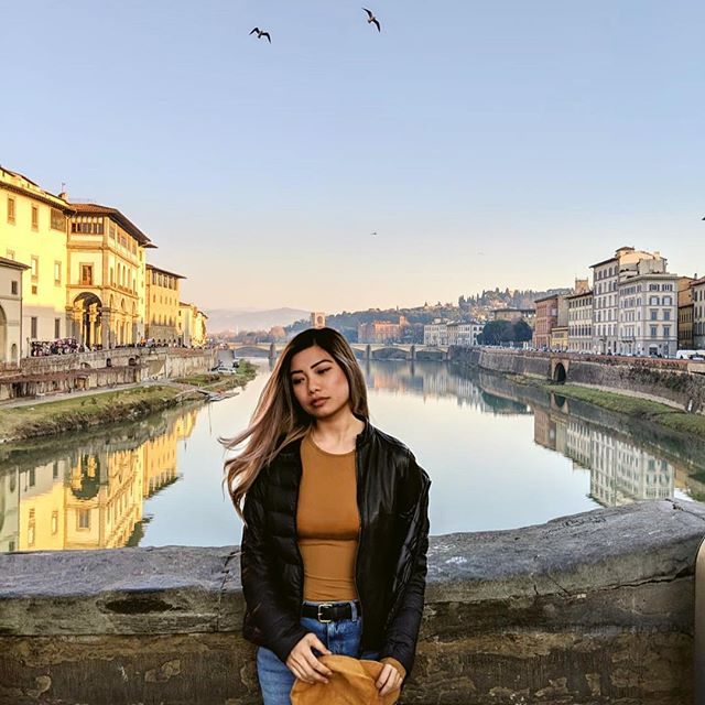 stunning views in Florence, Italy. can't complain about the food either  p.s. idk what to do with my hands 🤷🏼♀️ 📸: @rex.vh