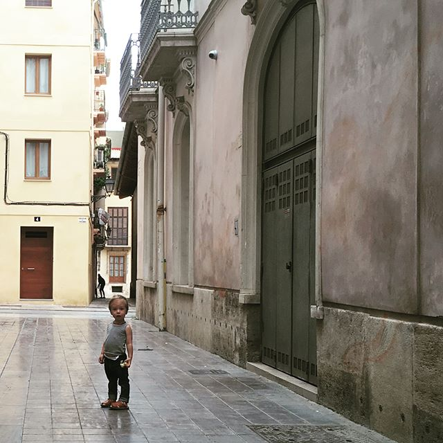 Weekend fun....bike tour, a big day for Spain, museum Sunday, and my first night out in nearly a year. #bicivia #laseuvalencia #tascaangel #muvimvalencia #chegivara #arjenandart #bikeguyvlc