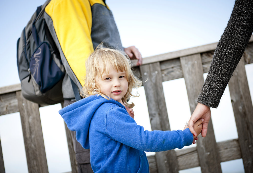 graphicstock-cute-girl-walking-and-holding-her-parents-hands_HCtASB3Zb.jpg
