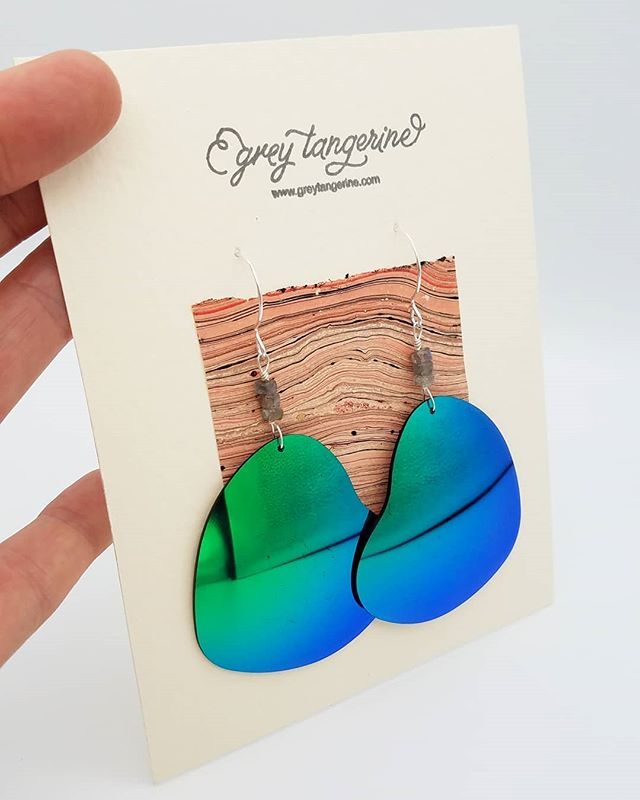 i just brought these to @commonthreadsboulder + guess what? they're 20% off 'til 2019. heck yeah! 💚  made from a broken pair of heart-shaped sunnies, the lenses are blue/green + are accented by flashy grey #labradorite beads. always with #sterlingsilver ear hooks. perfect for #summertime + festivals! 💙