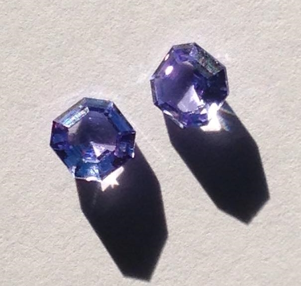 Tanzanite in asscher cut. A client bought these beautiful stones in Tanzania.   お客様がタンザニアで購入した、うっとりするほど美しい色のタンザナイト。アッシャーカットです。