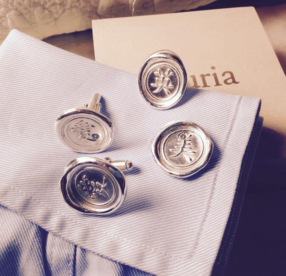 Of course, women can wear cufflinks.Wax seal cufflinks (sterling silver, diamond)   封ろうを使ったカフスボタン。封ろうは、ヨーロッパで近代前に重要な文書を封するのに使われました。  男性のジュエリーと思われがちなカフスボタンですが、女性も堂々と身に着けたいです  (スターリングシルバー、ダイヤモンド)