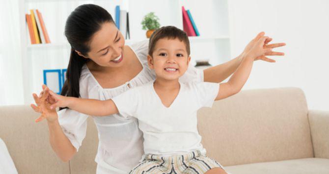 Image :http://id.theasianparent.com/wp-content/uploads/2015/09/Siapa-bilang-anak-laki-laki-tidak-boleh-jadi-Anak-Mama.jpg?438624