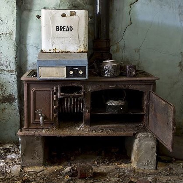 How many family meals were cooked here? #therollickingram #abandoned #memories #someoneshome #intsapic #igerscanberra #igerssydney #humanbrochure #picoftheday