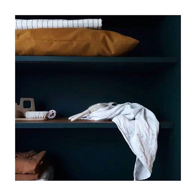 Demain sur le site, un réassort de vos produits préférés et quelques petites nouveautés que j'ai hâte de vous présenter...😍 . . . 📸 @lesbobomeubles  #nouveautes #collectionmuseau #passionkangourou #madeinsavoirfaire #vestiaireingenieux #essentielsbebe