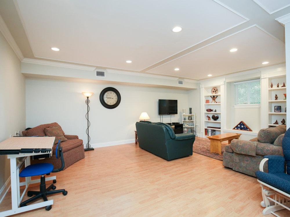 040_downstairs_bonus_room_001.jpg