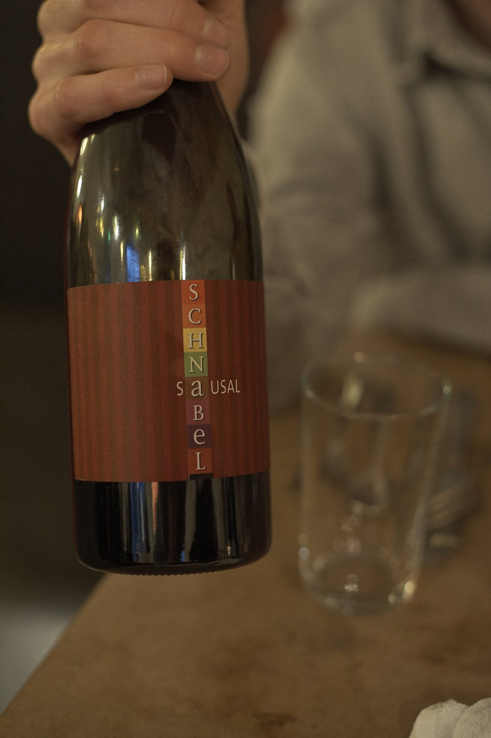 KARL SCHNABEL, SAUSAL 2013 STEIERMARK H&V: «Der schwerste Rotwein des Abends. Cuvée aus Pinot Noir, Blaufränkisch und Zweigelt mit unglaublichen 12,5 Vol-%.»