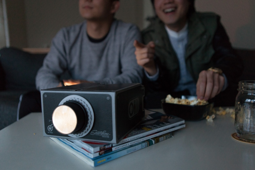 gee-whiz-smartphone-projector-c809.833x555.jpg