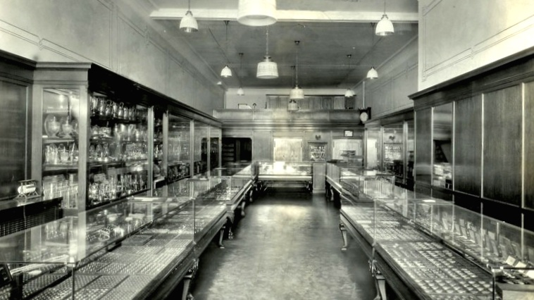 Siegel Jewelers 134 Monroe in 1942