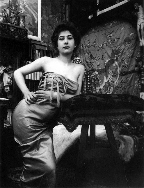 03 c1900 Portrait of a Lady photographic study in Mucha's studio, Rue du Val de Grâce, Paris © Mucha Trust.jpg