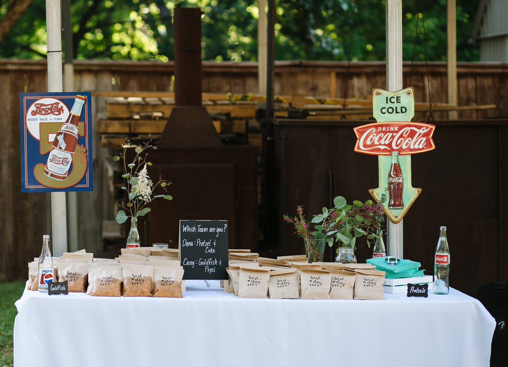 Dena and Casey | DIY Take Home Food Favors | Smith House Photography | Austin Wedding Photographer-3.jpg