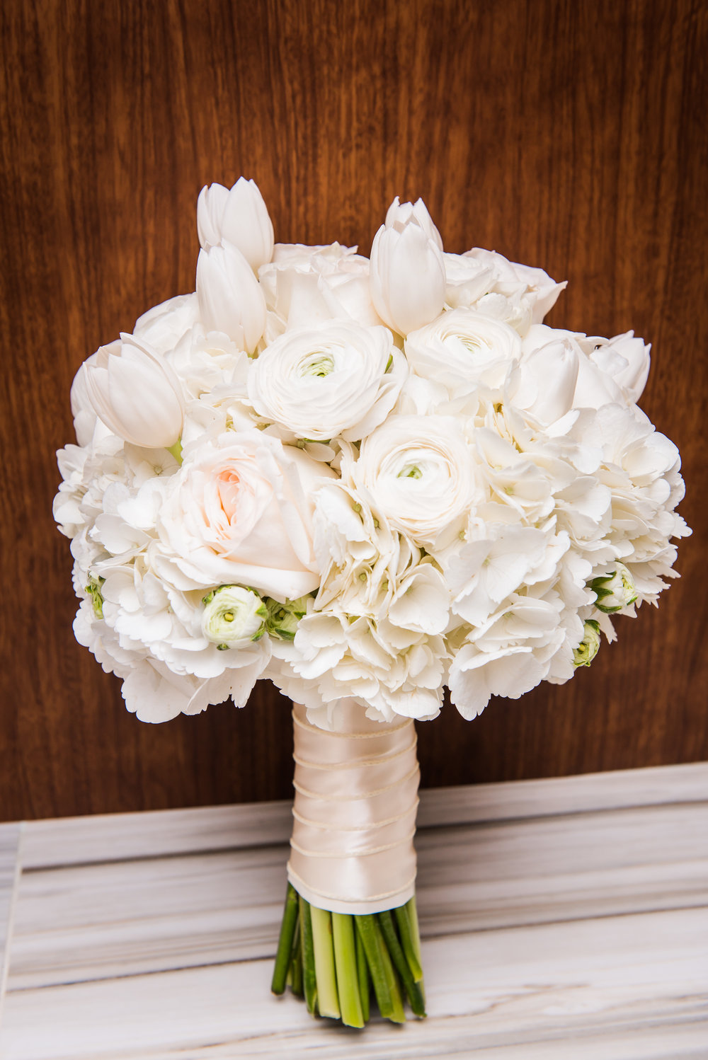 All White Bride's Bouquet | Houston Modern Weddings | Plan Our Day Events