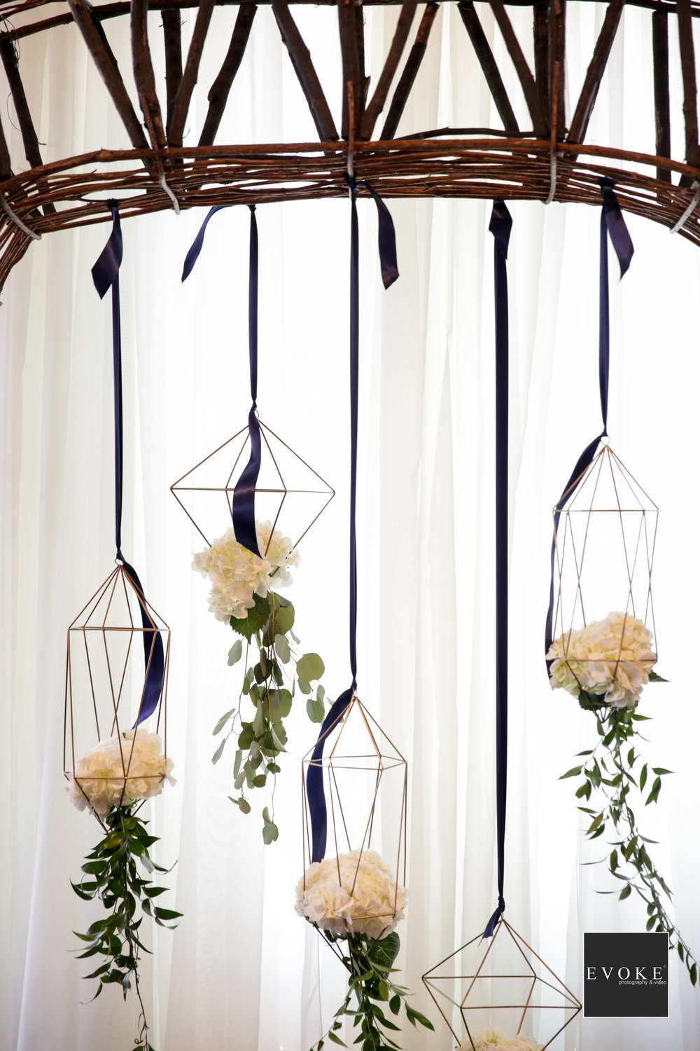 Geometric Details | Modern Wedding Ceremony decor