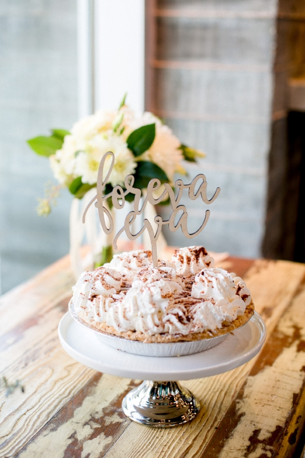 House of pies as a wedding cake with funny cake topper Forever Eva