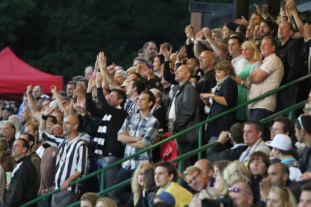 fans24.jpg