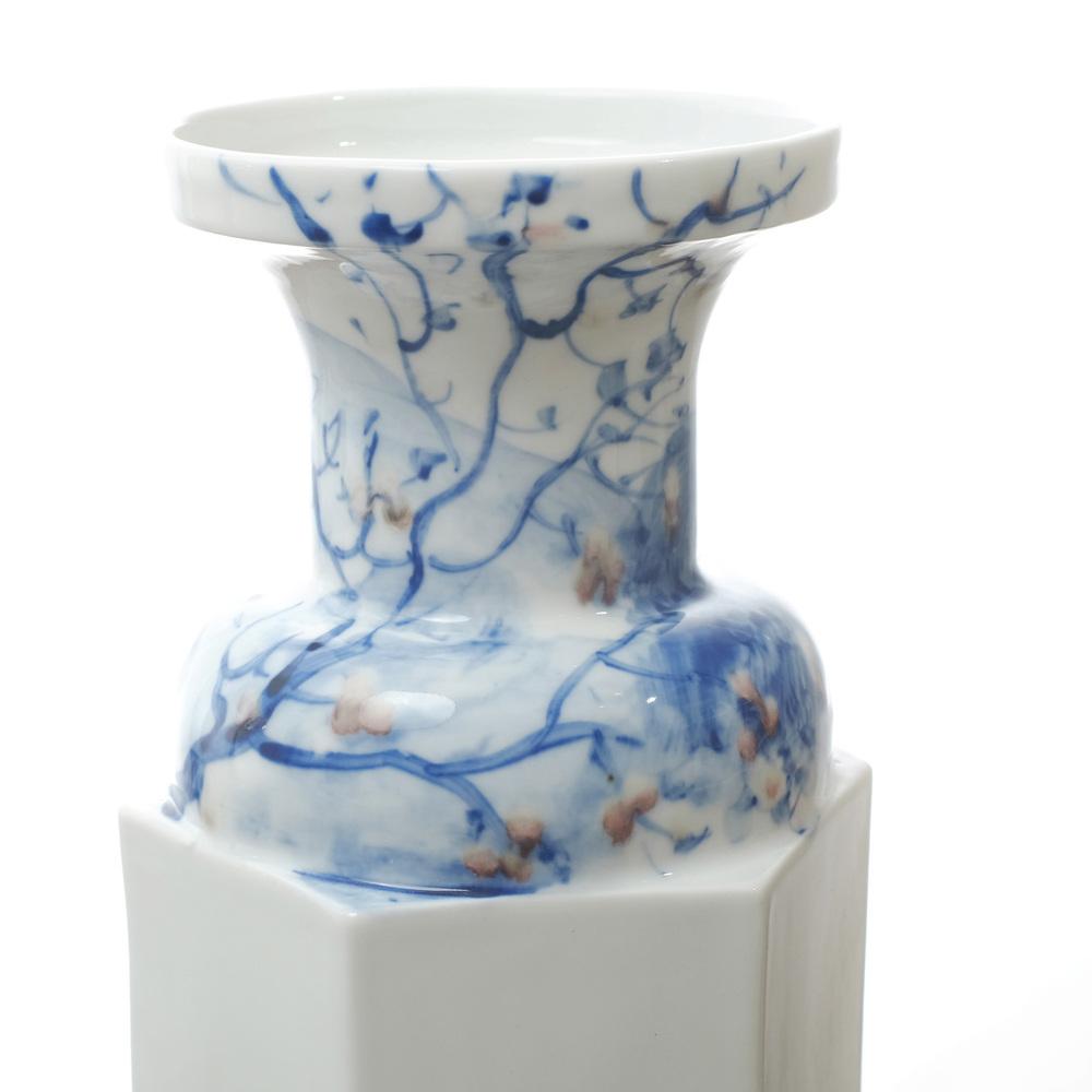 4_Rule of Thirds Vase Huang Fei.jpg