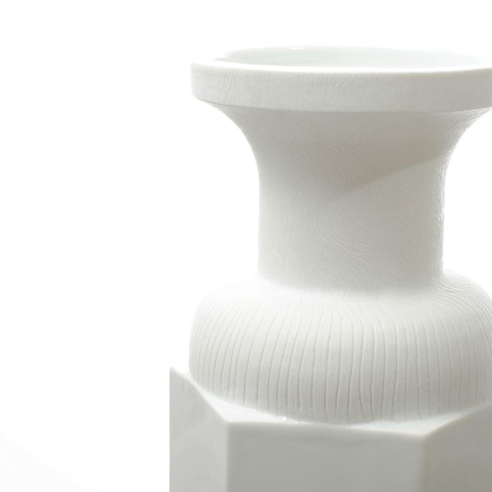 4_Rule of Thirds Vase Snow.jpg