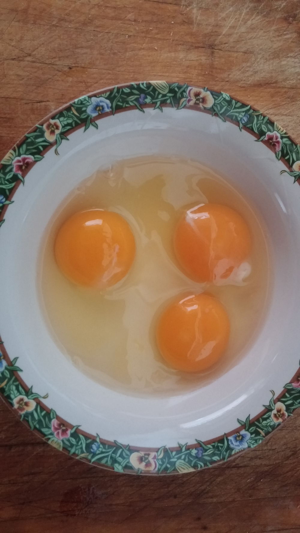 Look at those yolks! It looks like those chickens are snacking on the right things.