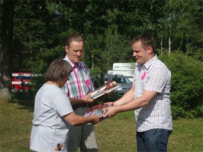 Yhdistys palkitsi Tuula Viitasen ja Torsti Rantasen pitkäaikaisesta ja ansiokkaasta työstä yhdistyksen eteen antamalla heille kunniamaininnat.