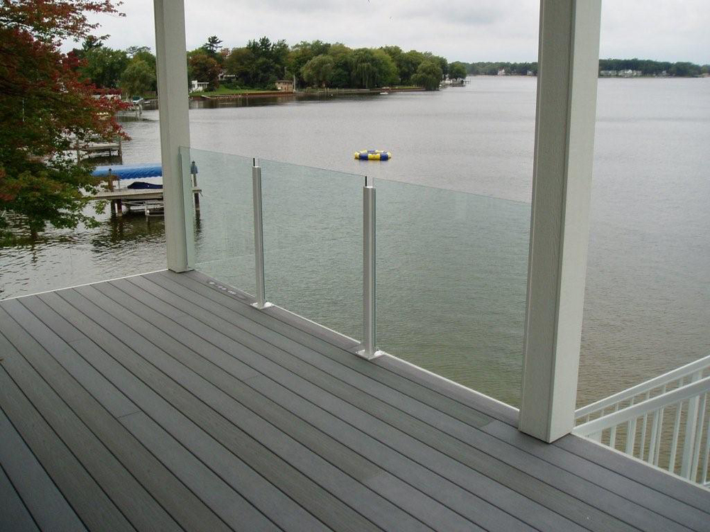 Railings mirrors and more solon glass for Glass balcony railing