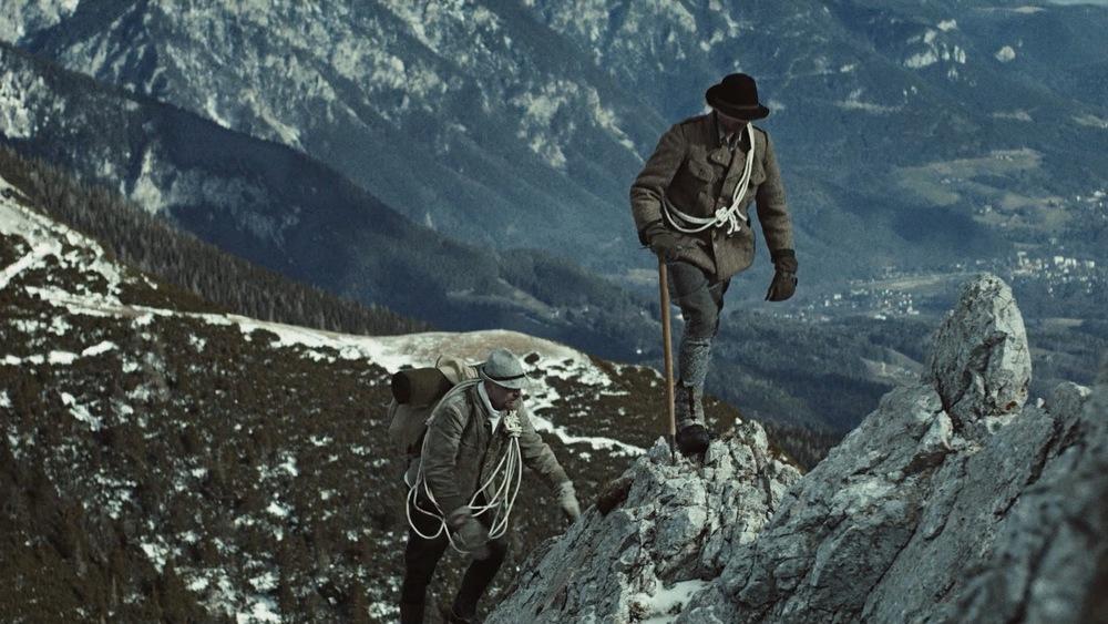 """Standbild aus dem Musikvideo """"Alpendilemma"""""""