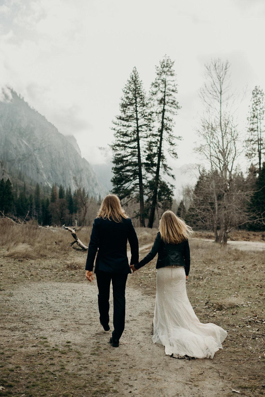 Naomi-Levit-adventure-wedding-photographer-yosemite-national-park..jpg