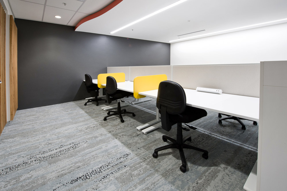 Actif workstations and slide-on screens
