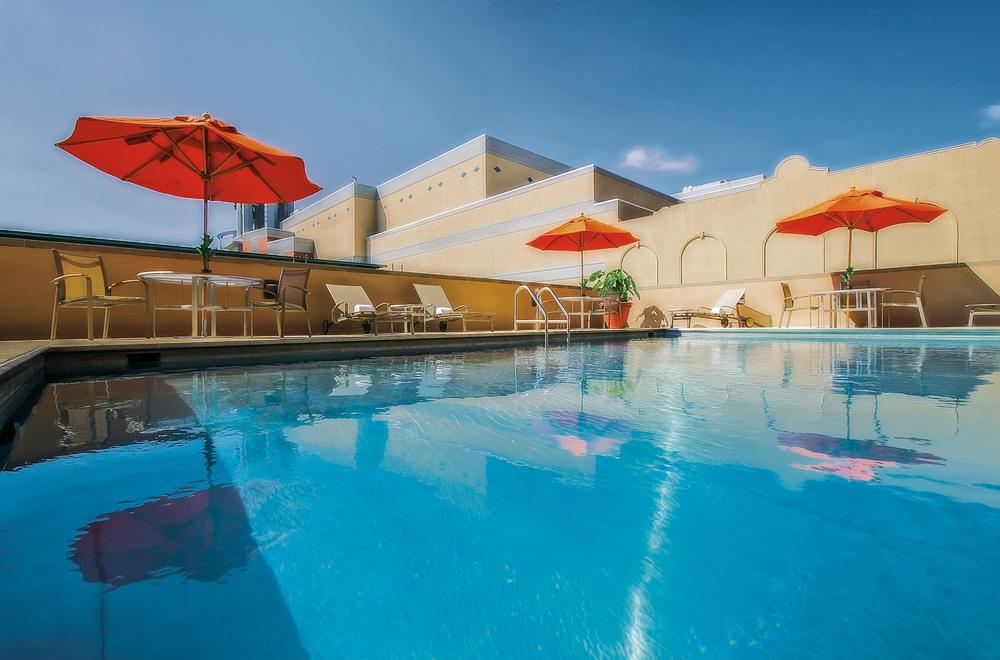 hotel pool 20100426.jpg