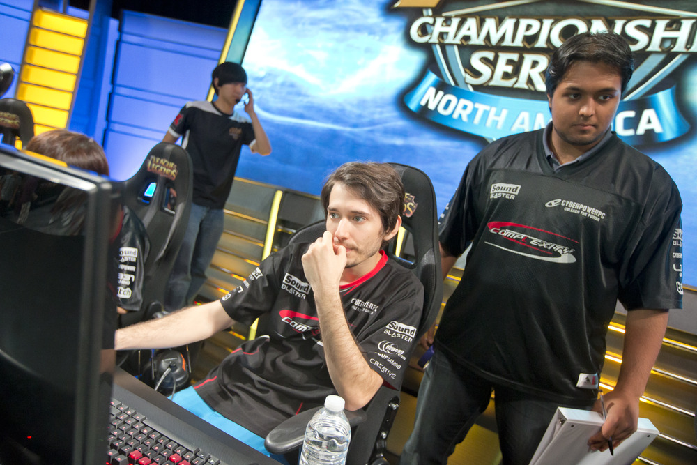 compLexity's head coach and analyst Kubz helping his team prepare for their match on the first day of superweek.  source