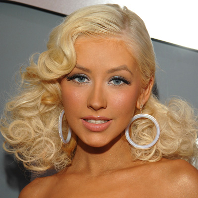 These side swept curls and neutral makeup color allowed her petite face and icy blue eyes became the star of this look.