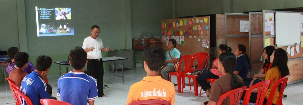 Pi Watit將教育哲學靈活套用在克倫部落的教育脈絡。