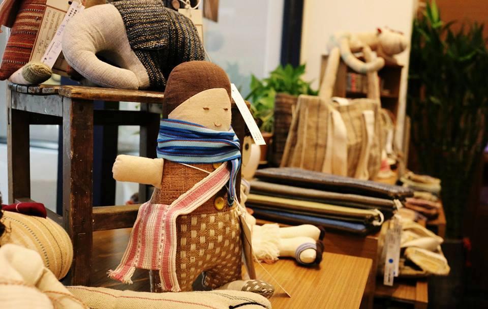 各式充滿溫度及手感,美麗的 Chimmuwa 手織品。(圖/邱裕婷)