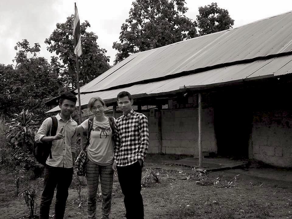 105 號公路暑期公益參訪團夥伴迪萱媽媽,與綠水小學的兩位老師。