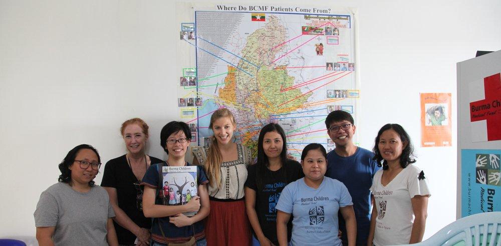 Glocal Action 企畫經理王詩菱代表本會捐贈經費給 BCMF 緬甸兒童醫療。