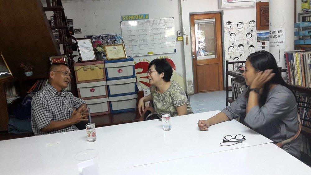 左起:邊境的重要夥伴、克倫族老朋友、TBCAF 基金會執行長 Pi Watit,以萱老師,還有實習生元瑜。