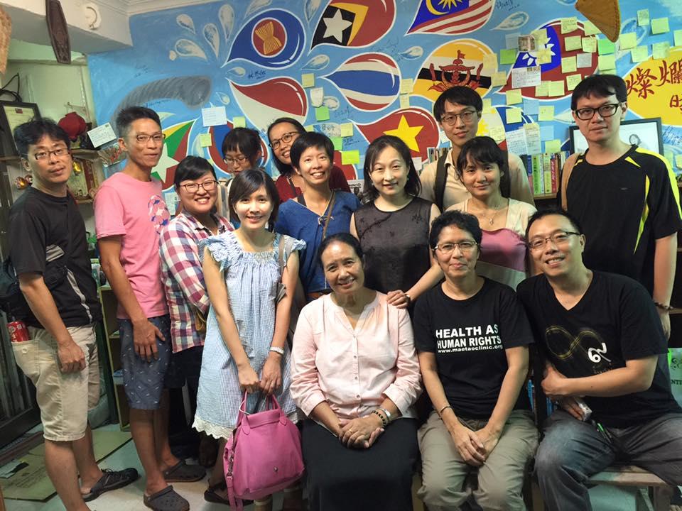2017 年 8 月 Glocal Action 邀請「梅道診所」創辦人辛西雅醫師來台,拜會外交部「 NGO 國際事務會 」及「 民主基金會 」,並與「 獨立評論在天下 」、「 燦爛時光:東南亞主題書店 」合辦講座,同時與「 台灣一起夢想協會 」合作推動專案募款。誠摯邀請您, 一同點亮泰緬邊境醫療的希望 !