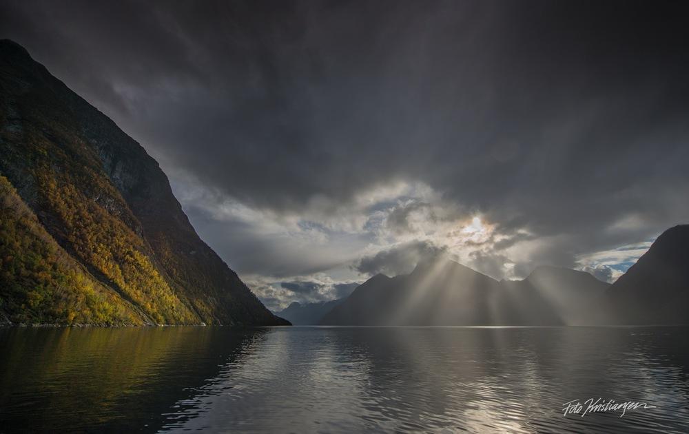 _DSC7339Hjørundfjorden Himmel lys OK  lys12.10.14  .jpg
