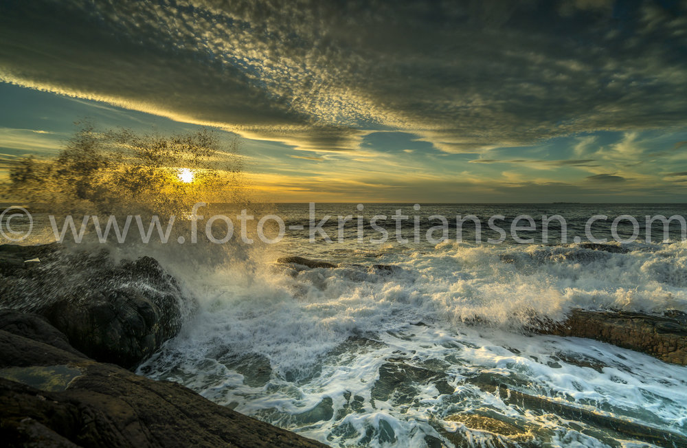 _DSC8499_Braking waves and sunsetHDR.jpg