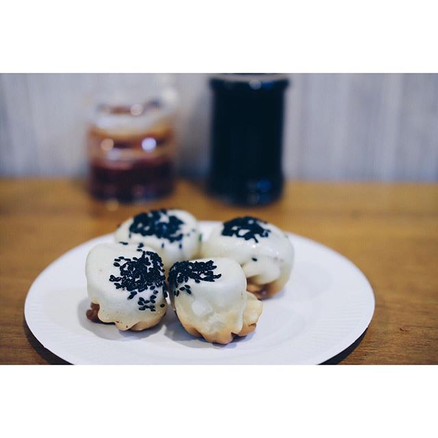 Street food Hong Kong style - black truffle 生煎包