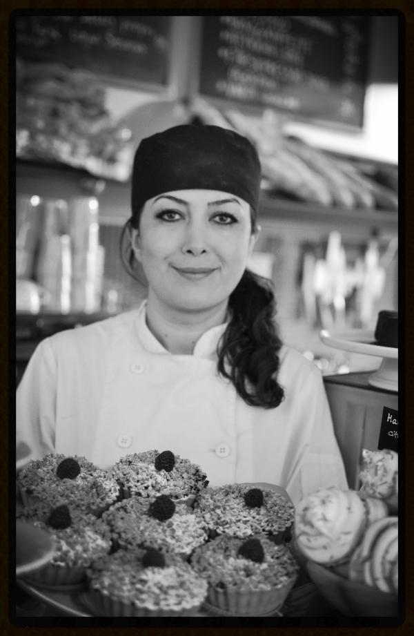 Mer engagemang - Park Kafé öppnades i augusti 2014 av matälskaren Maryam Rydén. Hon driver även sedan 2009 uppskattade Viggbyholms Stationskafé, utsett till Norrrorts bästa kafé av White Guide Café flera år i rad.Inredningen är inspirerad av det tidiga sextiotalet då Näsby Park Centrum öppnade.