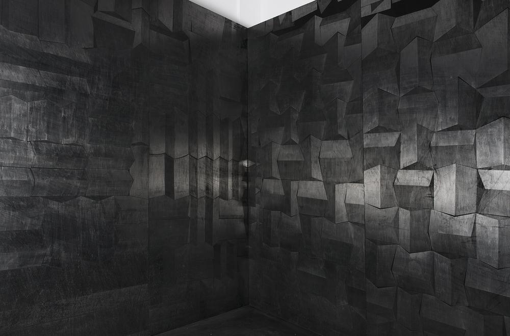 Hado, פחם וגרפיט על עץ, פרט מתוך מיצב, 2014 (6).jpg