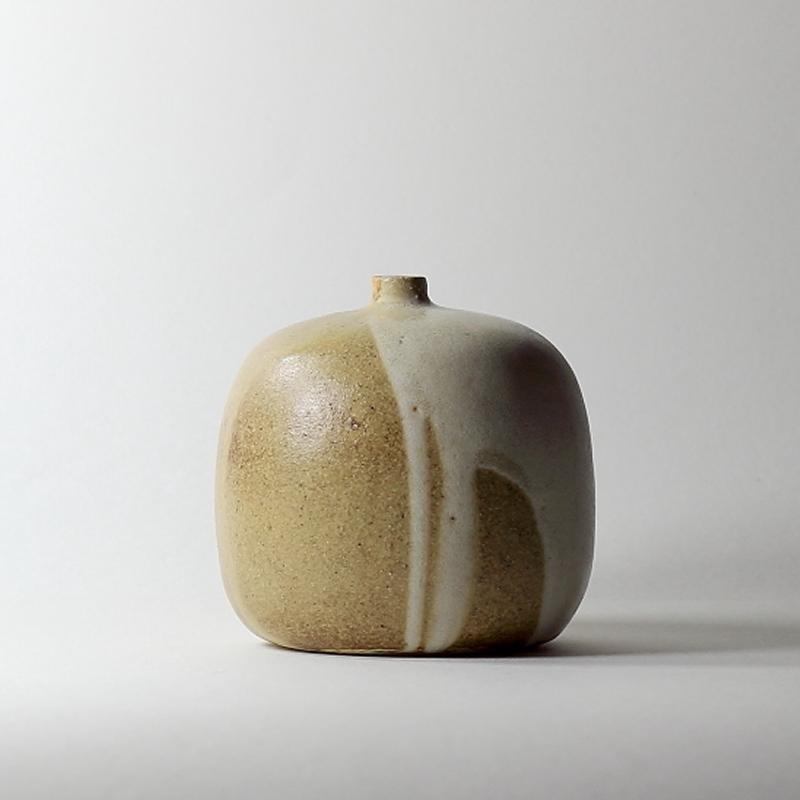 Soliflore #11, émaux de grès grès blanc | ø 11cm x h 10.5cm pièce signée