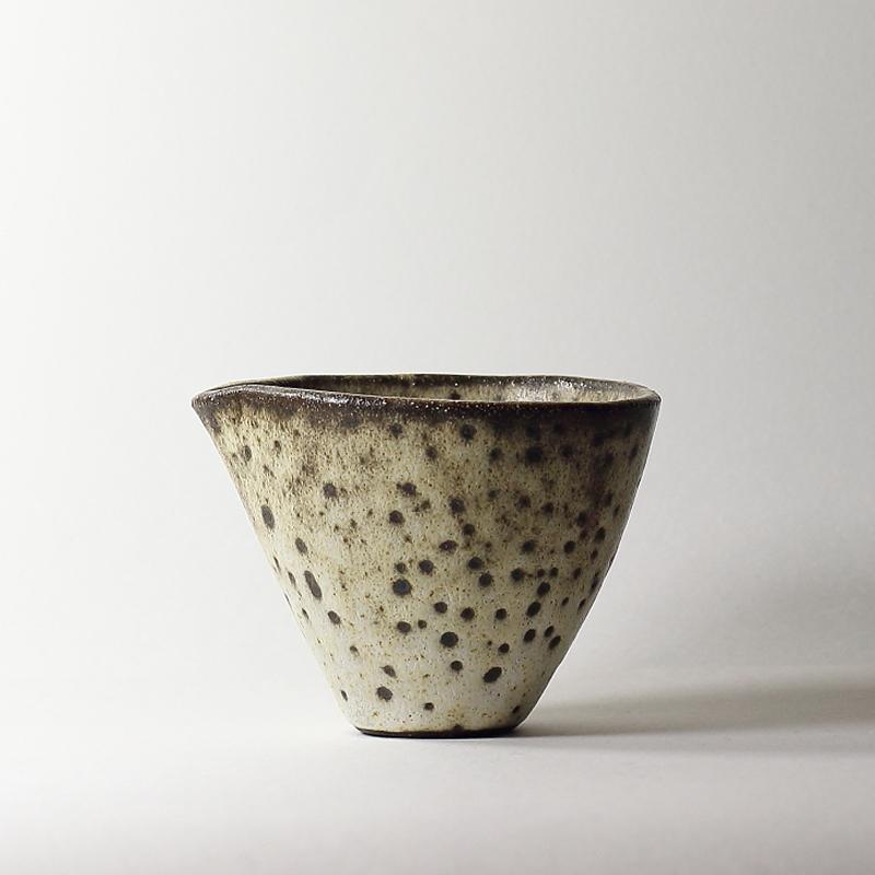 Bol katakuchi #14, émaux de grès grès noir |ø 11 cm | h 8.5 cm pièce signée 60€