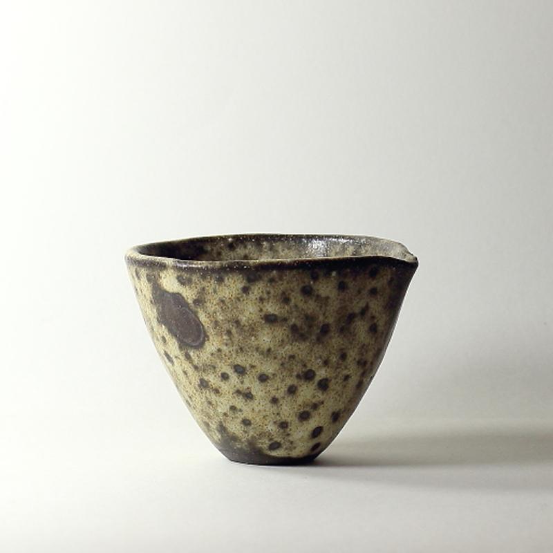 Bol katakuchi #15, émaux de grès grès noir |ø 12 cm | h 8.5 cm pièce signée 60€