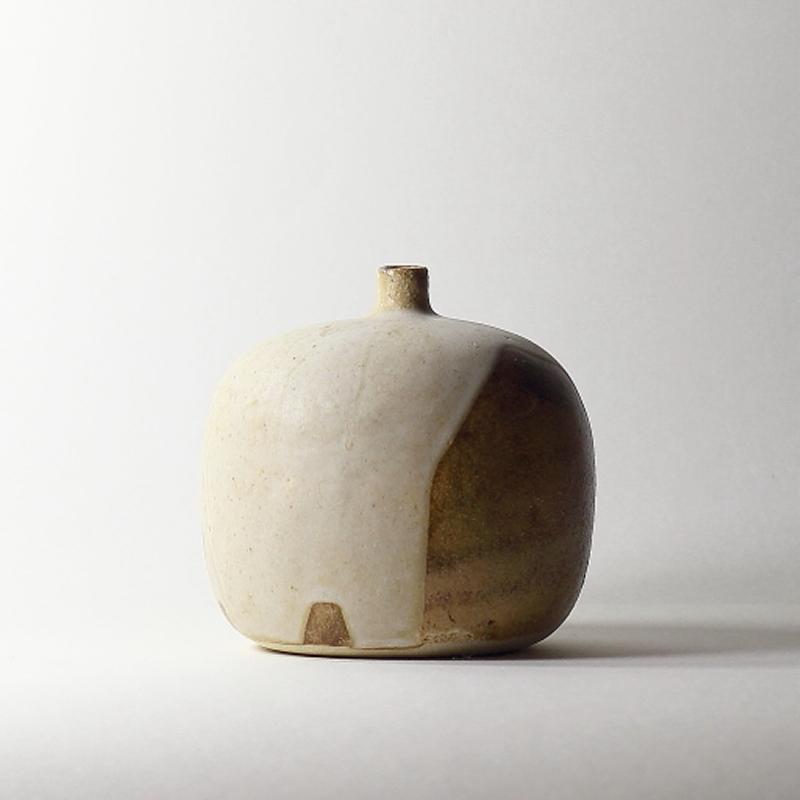 Soliflore #10, émaux de grès grès blanc | ø 11cm x h 10.5cm pièce signée 145€