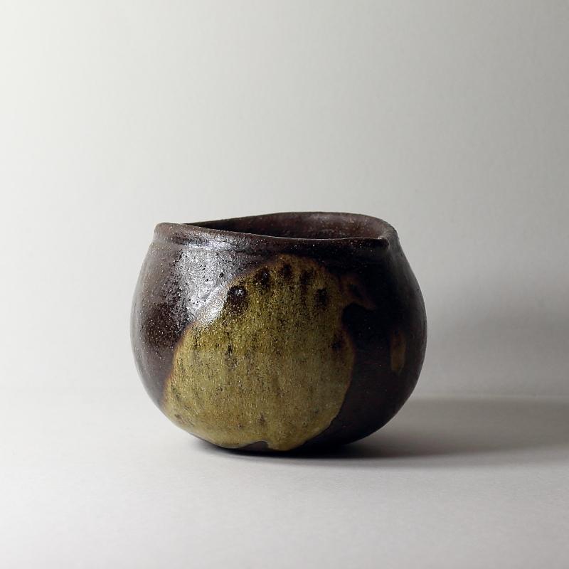 Bol katakuchi boule #10, émaux de cendres grès noir | ø 11cm x h 8.5cm pièce signée 60€