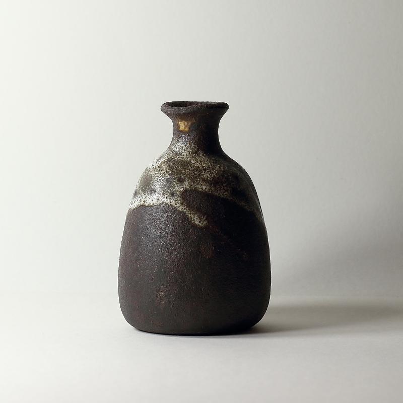 Vase Delta #20, émaux de cendres et de grès grès noir | ø 9cm x h 12.5cm pièce signée