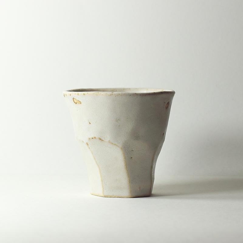 Tasse facettes crème #46, émaux de grès grès blanc | ø 9cm x h 8cm pièce signée