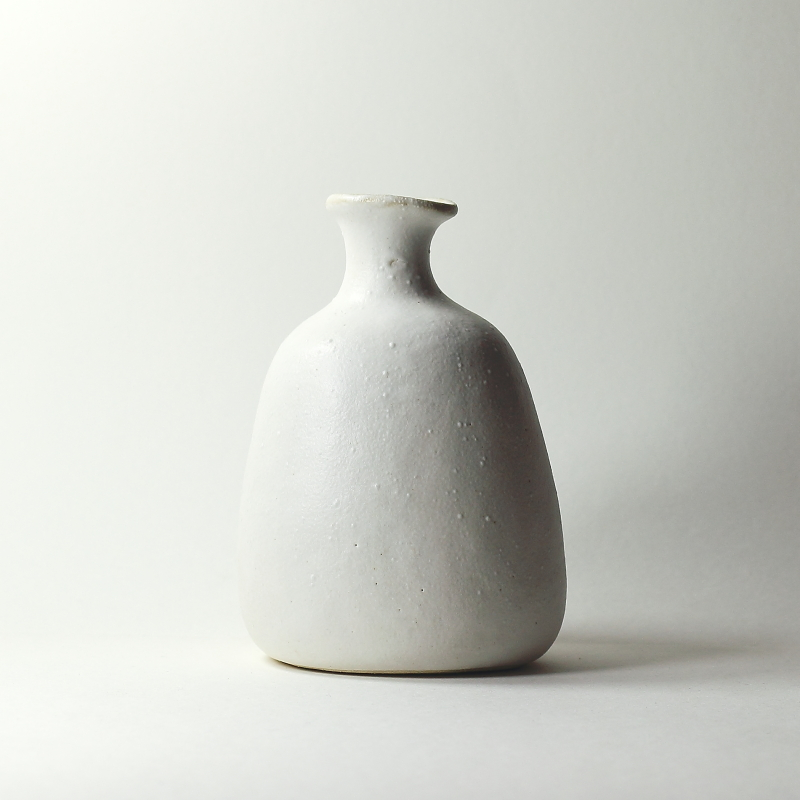 Vase Delta #23, émaux de cendres blanc mat grès blanc | ø 9.5cm x h 13cm pièce signée