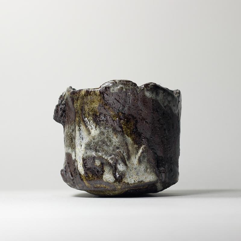 Bol chawan #6, émaux de grès et de cendres grès noir | ø 10cm x h 9cm pièce signée 260€
